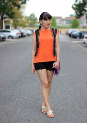 Catarine Martins - Cortefiel Tee - Orange Touch