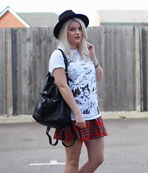 Robyn Mayday - Tartan Skirt, Ebay Fedora - UFOs and Smokin' Bears