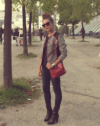 Giulia A. - H&M Jaquard Jacket, Marc By Jacobs Bracelet, Marc By Jacobs Sunglasses, Desigual Skinny Jeans, Dolce & Gabbana Booties - Paris Love