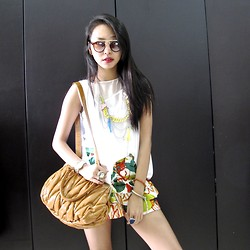 Adelle Veronica - Glasesshop Irma In Brown, Iroo White Asymmetric, Iroo Playful Necklace, Iroo Brown Bag, Iroo Floral Shorts - Touch of summer