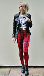 Sammy C - Forever 21 Graphic Tee, H&M Biker Jacket, Primark Tartan Legging, H&M Belt, H&M Biker Boots - Taking my first steps in tartan.