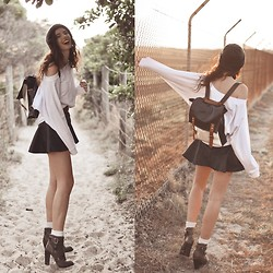 Elle-May Leckenby - Lamixx Oversized Dolman Sweater, Khaki Side Buckle Boots, Colour Block Backpack, Pleather Black Flair Skirt - Beachside strolls