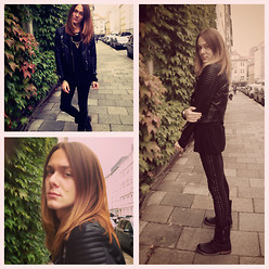 Riccardo Simonetti - Vintage Chain, H&M Leather Jacket, H&M Jumper, Pepe Jeans London Boots, H&M Leggings, Guess? Watch - Snapshot.