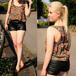 Bianca S - Schwarze Top, Noname Shorts, Deichmann Heels - Keep it colourful sometimes