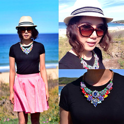 Alice_Alice&Leon . - Majestic Tee, Topshop Neon Pink Skirt, Miu Culte Sunglasses, Alice & Leon Pradit Necklace - Summer hot piece!