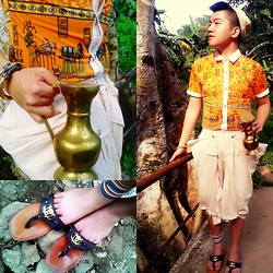 Atanaki Rai G - Sm Accesories Native Hat, Boy London Polo With Egyptian Print, Mental Pharaoh's Shorts, Bglab Pharaoh's Sandals, Egyptian Mug Brass Made - When the Pharaoh's son is looking for adventure