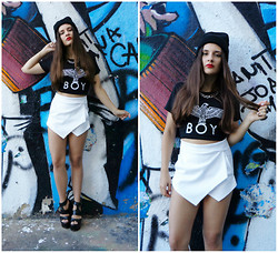 Inês Prates - Boy London Tshirt, Romwe Skorts, Romwe Chain Necklace - BOY LONDON T-SHIRT