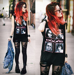 Lua P - T Shirt, Leggings - STRANGE DAYS.