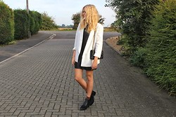 Charmaine Cowland - Topshop Oversized Blazer, Topshop Leather Boots, Chanel Bag - 101013