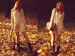 Kasia Cieślik - Zara Paisley Dress, Stradivarius Boots, Vintage Bag - Close The Door, Turn The Light Off, Switch Your Mind Off