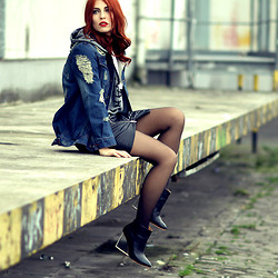 Masha Sedgwick -  - Leather loves Denim