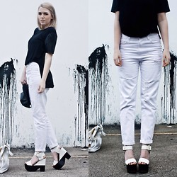 Holly Waanderland - Nasty Gal Tee, Nasty Gal Boyfriend Jeans, Siren Shoes Sandals - Monochromic madness