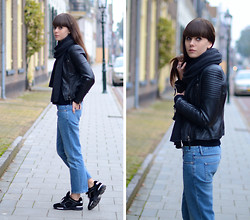 Lucy De B. - Chanel Trainers, Acne Studios Jeans - Usual suspects
