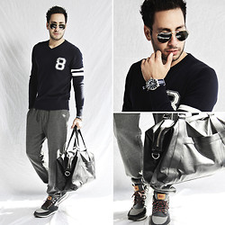 Reinaldo Irizarry - Forever 21 Varsity Sweater, Forever 21 Jogging Pants, Levi's® Field Boot Sneakers, H&M Bag, Nautica Watch, Ray Ban Sunglasses - VARSITY BLUES