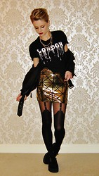 Sammy C - H&M Graphic T, Black Milk Clothing Gold Pyramids Skirt, Primark Suspender Tights, T.U.K.K. Creepers - Gold Digger