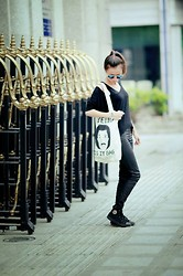 Trang Tran - Saigon's Boom Tote Bag - Hello, is it bag you're looking for ?