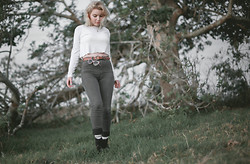 Theresa Fryer - Bonds White Long Sleeve Mid Drift, Riders High Waist Jeans - Field Strolling