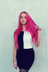Julia Mondello -  - Pink Hair