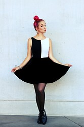 Julia Mondello - Vintage Body, Primark Skirt, Underground Shoes - 21102013