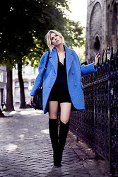 Sofie V. - Carven, Gianvito Rossi - The blue coat
