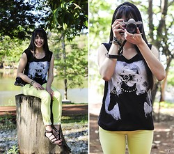 Carolina Barboza - Emme Photographer Print Shirt, Emme Neon Pants, Emme Sandals - Look at this photograph!