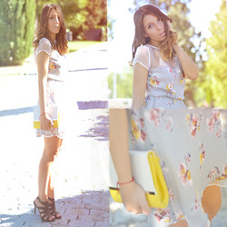Nat @unmatchafrappe - Zara Sheer Dress, Blanco Clutch, Lefties Sandals - Sheer floral dress