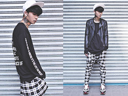 IVAN Chang - Long Clothing Black Sweater, Long Clothing Plaid Pants, Nike Air Max Light, Vintage Black Leather - 231013 TODAY STYLE