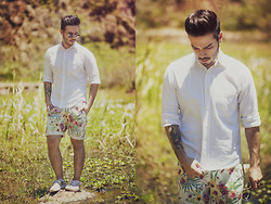 Anderson Gimenez - Ray Ban Sunglasses, Yves Saint Laurent Shirt, Zara Shorts, Vans Sneakers - In the middle of nature