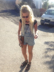 Nicola Boraston - Free People Crop Top, Urban Renewal Vintage Dungarees, Dr. Martens Dr, From Turkey Vintage Bag - TURKEY