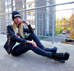 Ania Zarzycka - Frontrowshop Front Row Shop T Shirt, Choies Jacket, Tally Weijl Beanie, Choies Boots - What's up? (Giveaway on my blog)