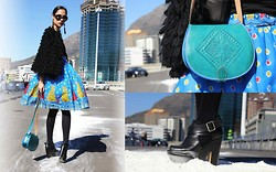 Aqeelah Harron - Prada Shades, United Colors Of Benetton Knit Chubby, Sorayah Harron Skirt, Madrid Souvenir Store Camel Leather Bag, Topshop Shoes, Diy Fringe Earrings - Fashion Week.