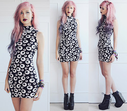 Amy Valentine - Zara Silver Chain Necklace, Boohoo Saffron Eyeball Print Dress, Jeffrey Campbell Spiked Damsels - I GOT MY EYES ON YOU