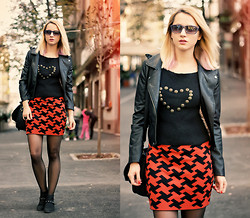 Miha Teicu - Nowistyle Faux Leather Jacket, Moussy Skirt, Thrifted Sweater - Smashing pumpkins