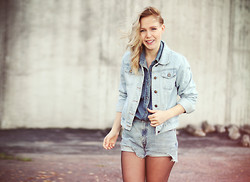 Lena R.F. - Carlings Shirt, Secondhand Jacket, Levi's® Levis Cutoffs - Catch The Wind
