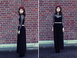Nata K - Gina Tricot Top, Gina Tricot Skirt, Oasap Boots, Primark Flower Crown - Banshee