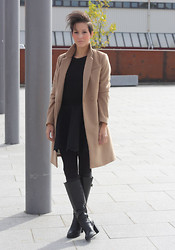 Cindy, Fashion blogger on www.glamour-blog.com - H&M Coat, Zara Sweater, H&M Skirt, Zara Boots - Perfect with camel.
