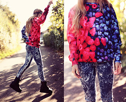 Jessica Christ - Shelfies Sweater, Fizzen Jeans, Yru Boots - Mixed Berries Sweater