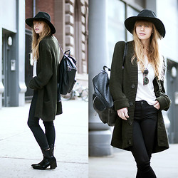 Lisa Dengler - Asos Pebble Backpack, Asos Chelsea Boots, Otte Alexis Hat - WEEKEND-WEAR