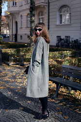 Amelie . - Ray Ban Sunnies, Acne Studios Cardigan, Sandro Bag, Cos Loafers - Amazed Mag