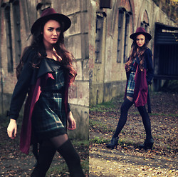 Klaudia Klara - Handmade Dress, Romwe Coat, Mohito Hat, Gabriella Tights, Topshop Shoes - And we'll never be royals