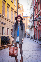Aqeelah Harron - H&M Hat, Zara Coat, Zara Shirt, Zara Pajama Shorts, Country Road Bag, Massimo Dutti Boots - Stockholm Old City