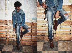 Khalil Zdaa - Pull & Bear And Scarf, H&M Boots - Déchiré