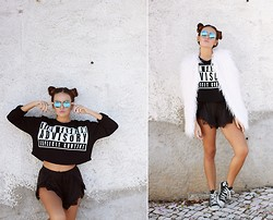 Mafalda Castro - Sheinside Sweater, Converse, Zerouv Sunglasses - Bubble Pop Electric