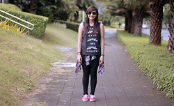 Sarah Delluta - Forever 21 God Save The Queen Muscle Tee, Kamiseta Red Plaid Polo, Vans Red - DECOY