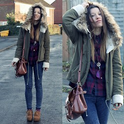 Agata P - Parka, Internacionale Jeans, Bag - Worse Dreams