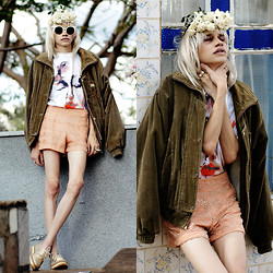 Händer Duarte - Stymest Store Retro Sunnies, Givenchy Mary Print Inspired, Estratégia Baroque - Bloody Mary †