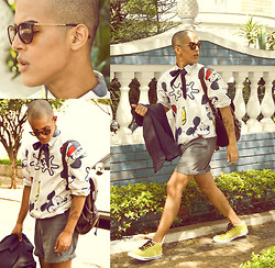 EGO Oliver - Ray Ban Glasses, Mickey Mouse Shirt, Guess? Bag - Dear Mickey!