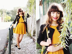 Ester Durães - H&M Mustard Dress, Sheinside Trench Coat, Zara Mustard Bag, Primark Bow Flats, Under The Shade Of A Bonsai Tree House Brooch, Eclectic Eccentricity Hearts Ring - Hometown Glory