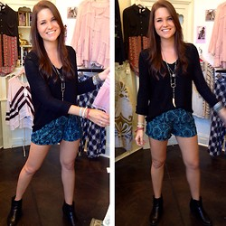 Elizabeth Anderson - Rdakota Sweater, Free People Necklace, Libby Story Printed Shorts, Dsw Black Booties - It feels like home to me