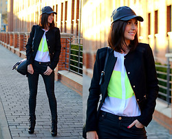 Daisyline . - Stradivarius Cap, Zara Jacket, Nine West Shoes - Total black - almost...